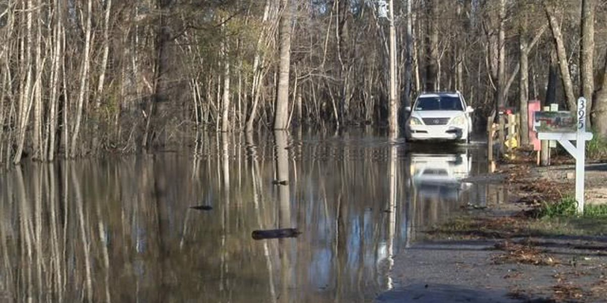 Waccamaw River flooding threatening roads and homes