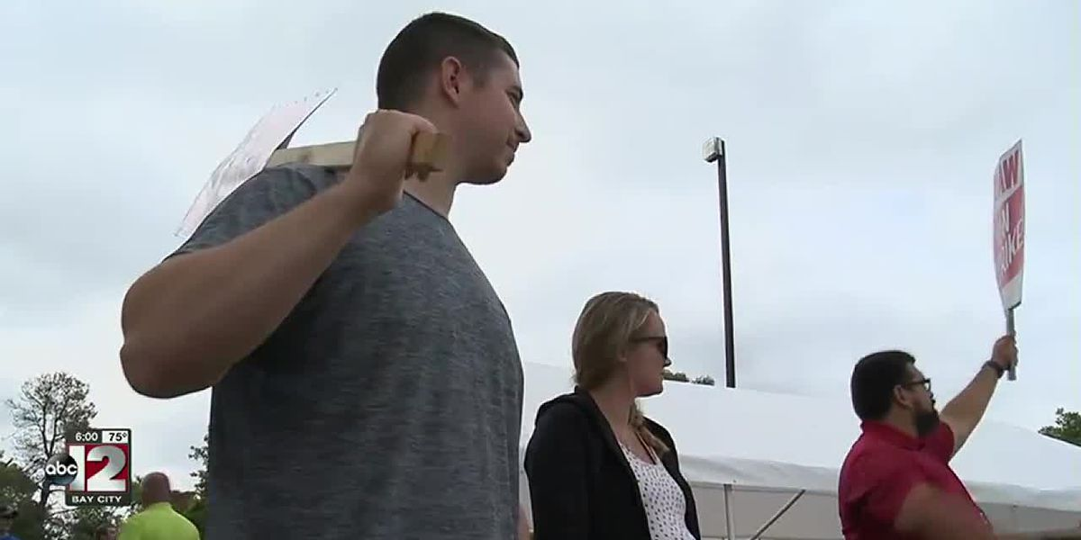 Pregnant couple learns they don't have health insurance through GM during the strike