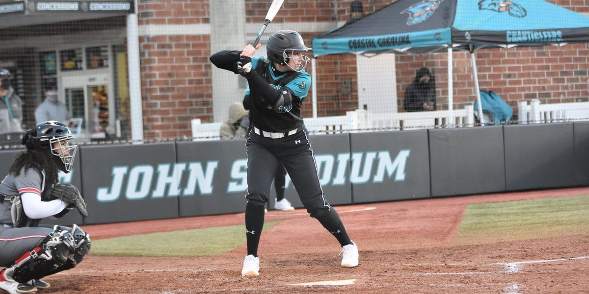 Chants earn midweek sweep at College of Charleston