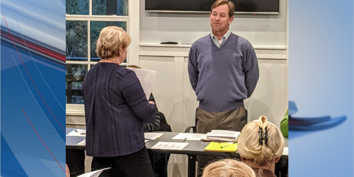 New Pawleys Island mayor sworn in during town council meeting