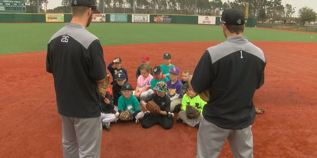 CCU Baseball holds teaching clinic