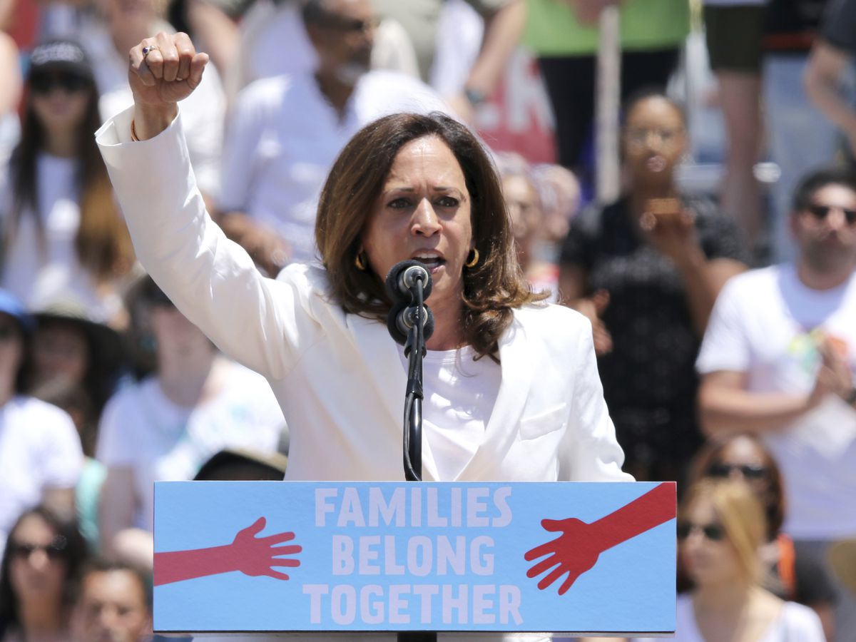 Booker, Harris score wins on Capitol Hill as they weigh 2020